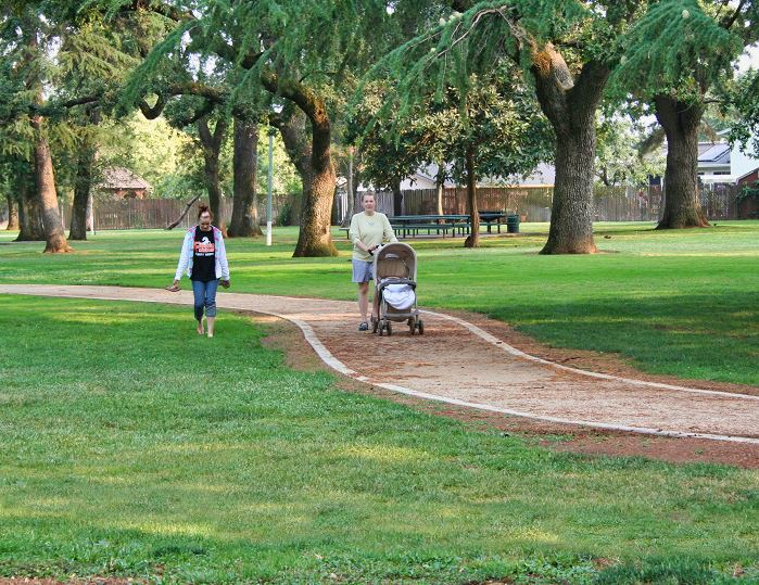 An image of people walking on the trail at Elk Grove Park.