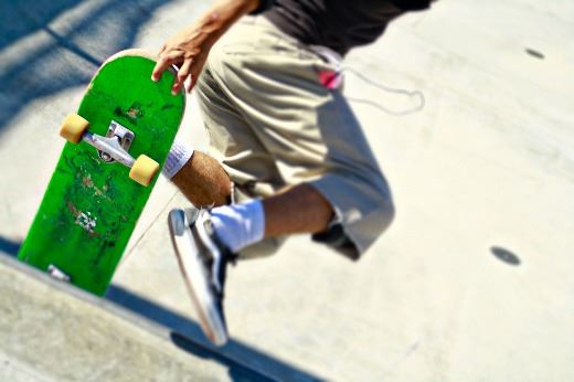 Close up image of a skateboard