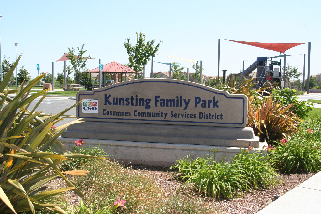 Kunsting Family Park Sign